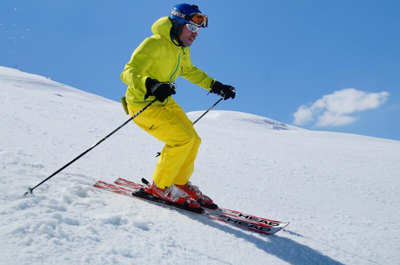 Grupowe i indywidualne szkolenia narciarskie